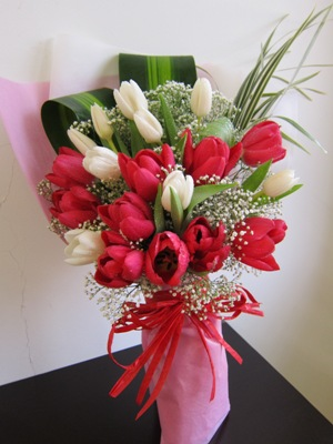 Image result for hand bouquet tulip