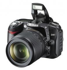 Nikon D90 kit (18-105 VR f/3.5-5.6) Camera