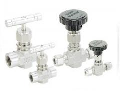 Integral bonnet needle valves