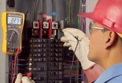 Fluke 117 Electrician's Multimeter with