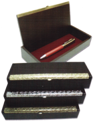 Rosewood box with lid & metal pen