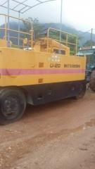 Supplying machine for road works and construction